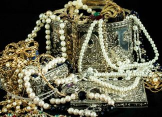 The-Key-Difference-Between-Antique-and-Vintage-Jewelry-on-thestuffofsuccess